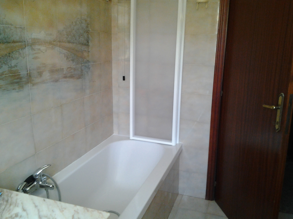 Coperture Vasche Da Bagno: Sovrapposizione vasca da bagno.