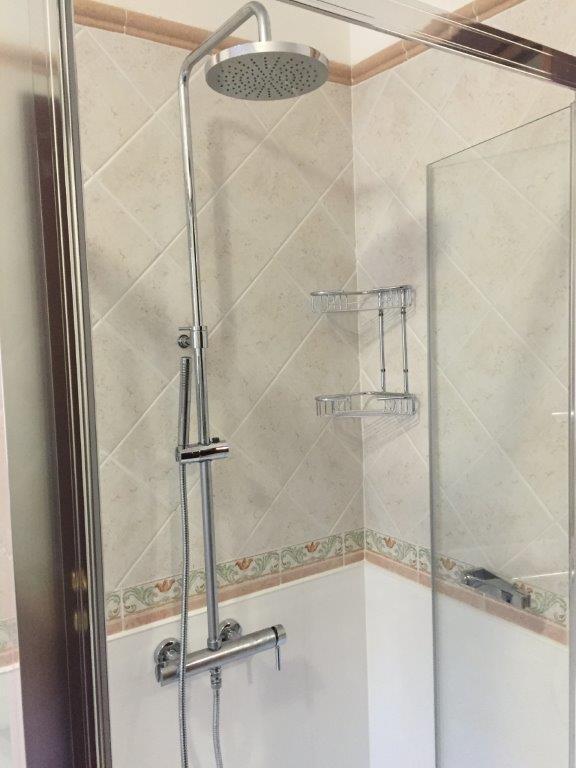 Sostituzione vasca da bagno in doccia fava impianti di - Sostituzione vasca in doccia ...