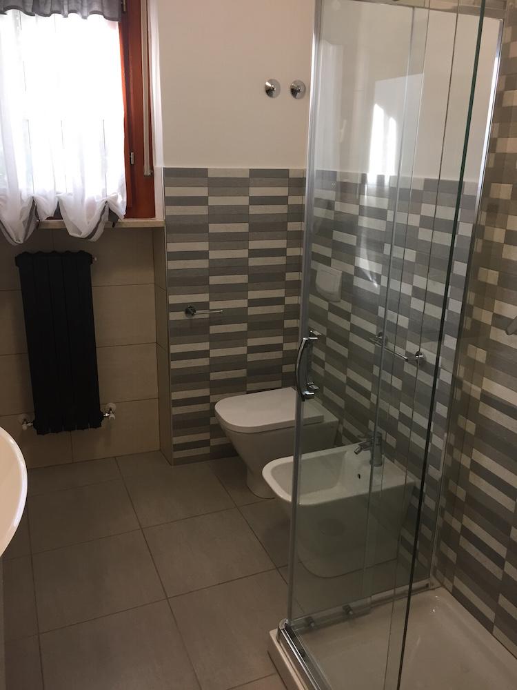 Arredobagno Porto Recanati - Fava Impianti - Trasformazione da vasca ...